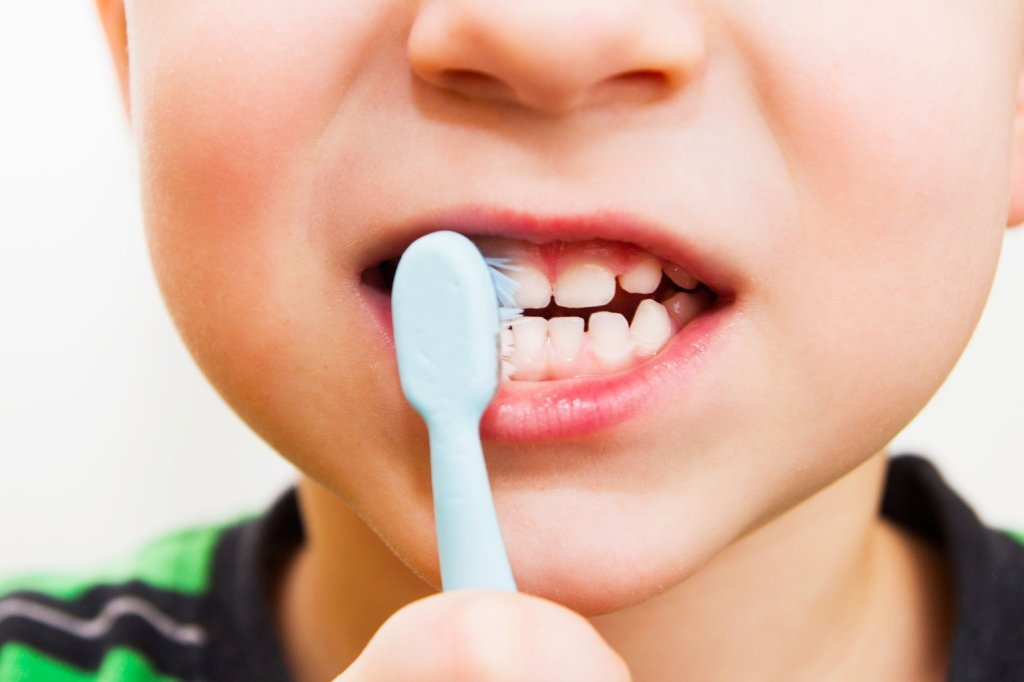 Kids and teeth brushing
